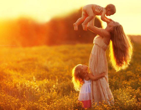 mama-cu-doi-copii